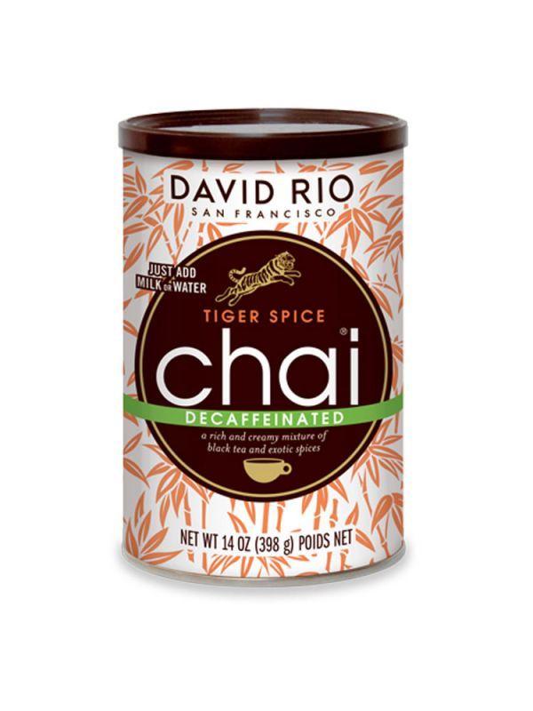 David Rio Tiger Spicy Decaff Chai - BEZ KOFEINU - dóza 398 g + bateriový napěňovač mléka jako DÁREK - 2